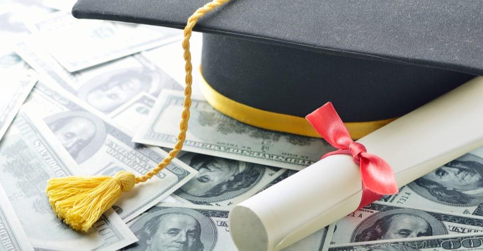 Diploma vervalsing; 4 jaar lang studeren of binnen 5 minuten online je diploma kopen